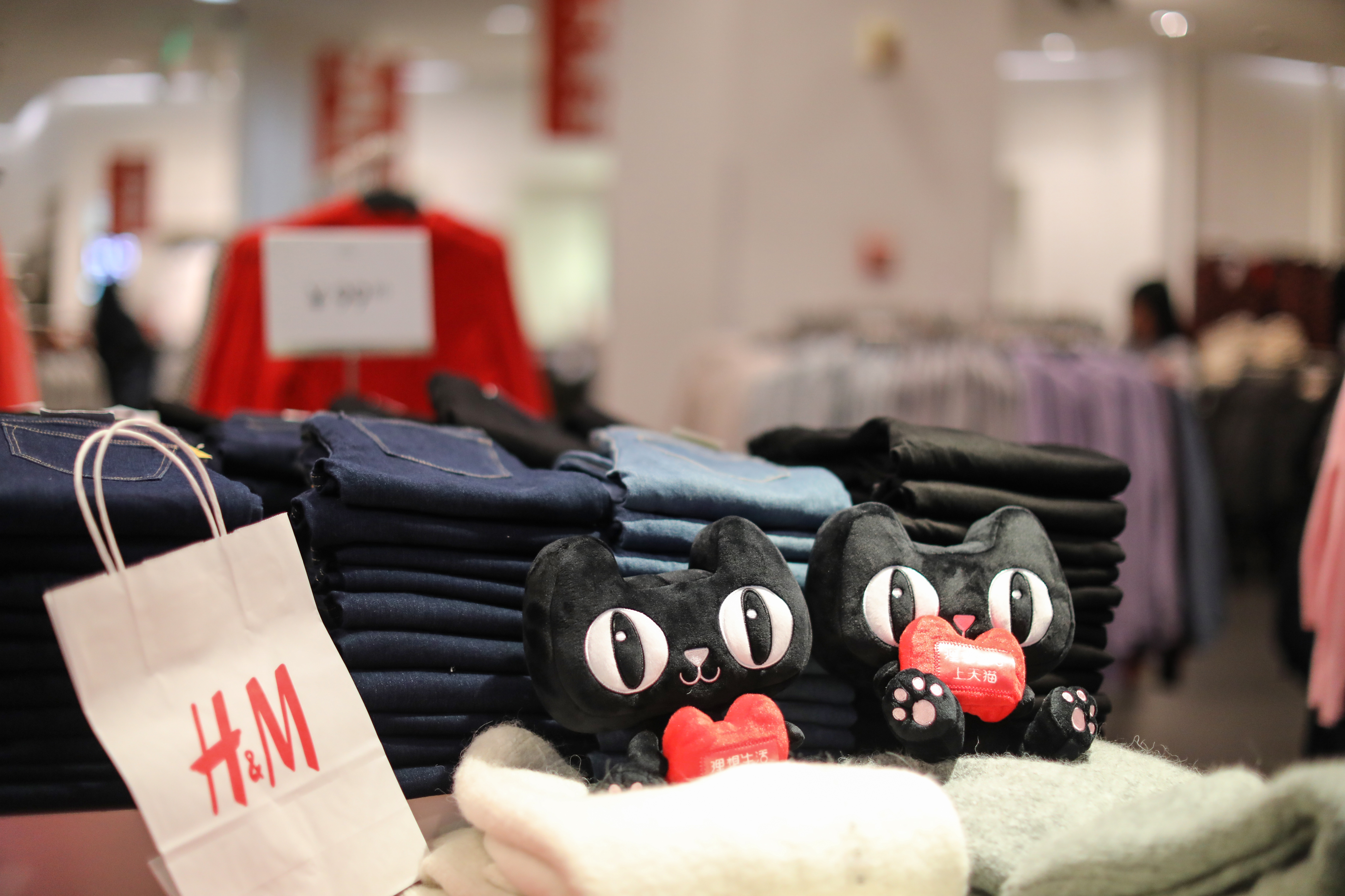 H&M Group Q4 Sales Excl. VAT Down 4% YoY